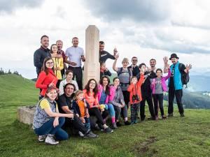 Vârful Rarău, situat la 1.651 metri altitudine, a fost marcat la inițiativa Rotary Club Suceava Cetate, în parteneriat cu Serviciul Public Județean Salvamont Suceava