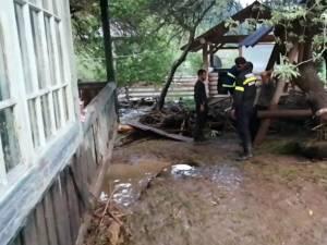 Casa afectată de creșterea cursului pârâului Dârmoxa