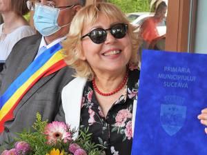 Festivitatea de înmânare a diplomei de Cetățean de Onoare al Sucevei universitarului Elena-Brândușa Steiciuc, în parcul de agrement Tătărași