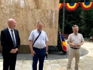 Prof.univ.dr. Ștefan Purici (stânga), conf.univ.dr. Florin Pintescu și prof.dr. Daniel Hrenciuc (dreapta)