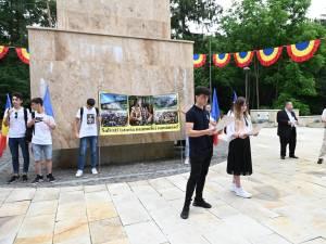 Zeci de elevi și profesori din județ l-au comemorat pe Ștefan cel Mare și Sfânt, la statuia domnitorului din Parcul Șipote – Cetate