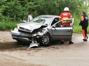 Accident între un camion și un autoturism pe serpentine, spre Adâncata