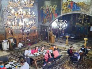 Copii la Altar. Foto Școala Gimnazială Drăgoiești