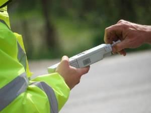 Beat și fără permis, un șofer a distrus o țeavă de gaz