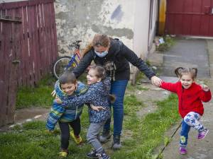 """470.000 de euro investiți de """"Hope and Homes for Children"""" în reforma sistemului de protecție a copilului din județul Suceava"""