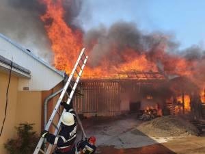 Trei femei, cu atac de panică după un incendiu violent