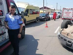 Mașina condusă de Oniu a intrat în două mașini care staționau şi apoi s-a răsturnat