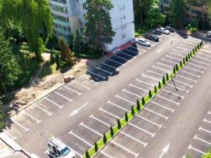 Străpungerea ar fi făcut legătura între două străzi, prin noua parcare amenajată în zona La bazin