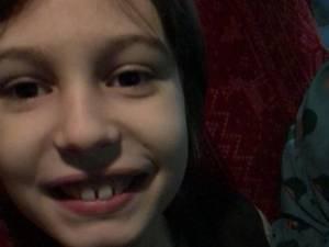 Un copil în vârstă de 9 ani cu autism infantil sever are nevoie de bani pentru terapie