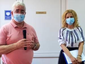 """Primarul Sucevei, Ion Lungu și directoarea Grădiniței din Obcini, Maria Todereanu, la Școala de vară """"Vrei să înveți lucruri noi"""" 2"""