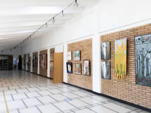 Expoziție de pictură, la Simpozionul Național al Bibliotecii USV. Foto Ema Motrescu