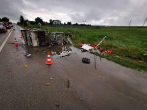 """O mașină de la """"marcaje rutiere"""" și un tir, implicate într-un nou accident, la Cumpărătura"""