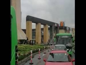16 autobuze TPL blocate la Iulius Mall, celelalte de pe trasee nu mai intră pe acolo