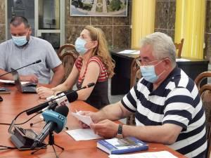 Primarul Ion Lungu, alături de doi dintre principalii șefi de servicii din Primărie implicați în funcționarea programului APLICAT - Gabriela Potorac și Dan Dura