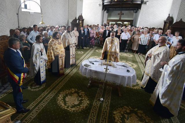"""32 de cupluri au ajuns după 50 de ani în fața Sfântului Altar pentru a sărbători """"Nunta de Aur"""""""