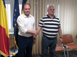 Întâlnire de lucru între primarul Sucevei, Ion Lungu și primarul municipiului Chișinău, care au stabilit când să fie semnată înfrățirea dintre cele două orașe 1