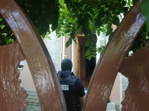 Percheziții la locuința de pe strada 6 noiembrie a fostului deputat
