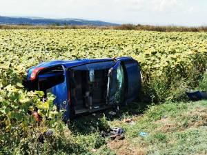 Mașina răsturnată
