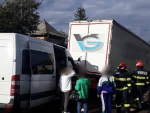 Accident între un microbuz şi un autotren, în Gura Humorului