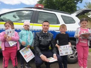 Copii și părinți, instruiți de polițiști înainte de începerea noului an școlar