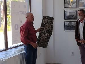 """20 de lucrări de artă plastică pot fi admirate, până la sfârșitul lunii septembrie, la Galeria de Artă """"Zamca"""""""