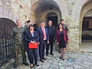 Organizatorii evenimentului, alături de militari polonezi