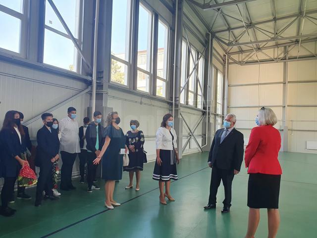 Ion Lungu a participat la deschiderea anului școlar la 14 unități de învățământ din municipiul Suceava