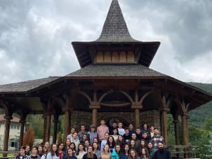 Pelerinaj-excursie de vis în Apuseni pentru tinerii ATOS, la sfârșit de Vacanță Mare!