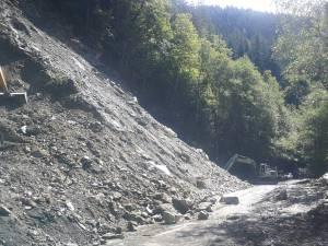 Versantul care a alunecat spre DN 17 B va fi aruncat în aer joi după-amiază