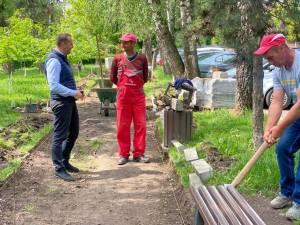 Viceprimarul Lucian Harșovschi a anunțat finalizarea lucrărilor de modernizare a parcului, cu tot cu parcarea și strada aferente