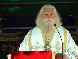 Arhiepiscopul Sucevei și Rădăuților, ÎPS Calinic, nu este spitalizat, ci urmează un tratament medical specific după ce a fost diagnosticat și tratat de COVID-19