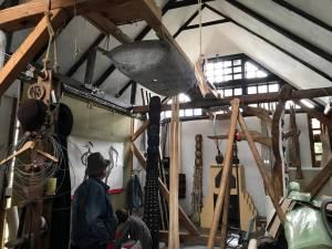 Fermierii de artă s-au reunit pentru workshopul anual de sculptură-arhitectură-agricultură
