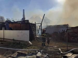 Nu mai puțin de opt autospeciale au fost aduse pentru stingerea unui incendiu care a avut loc în cursul zilei de vineri la o gospodărie din Volovăț