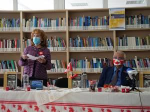 Prof. univ. Sanda-Maria Ardeleanu și autorul volumului, prof. Vania Atudorei, la lansarea ce a avut loc la USV