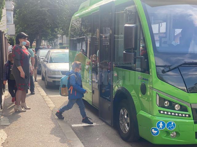 Autobuzul şcolar din programul pilot introdus pe două trase din municipiul Suceava
