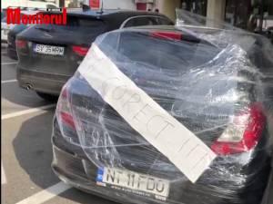 Și-au găsit mașina înfoliată, după o parcare ușor neglijentă