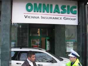 Sediul OMNIASIG, blocat de un şofer nemulţumit