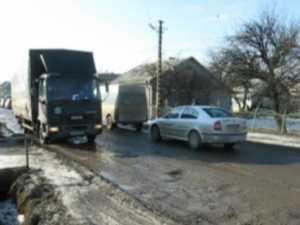 Drumul de la Pasarela Şcheia a cedat din nou