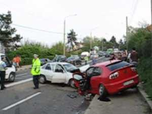 Patru răniţi, în urma unui grav accident petrecut pe Calea Unirii