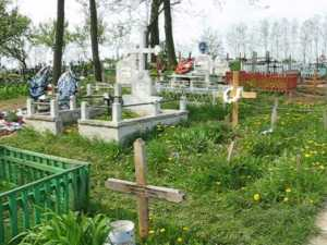 Epitropul bisericii din Liteni, acuzat de profanare de morminte