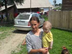 O tanara din Mironu, mama a patru copii, gratiata de Basescu