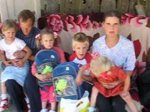 Ajutaţi de o familie din SUA să meargă la şcoală