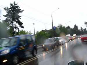 Traficul din Suceava, un adevărat coşmar când plouă