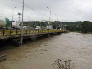 Pericol de prabusire a podului Burdujeni