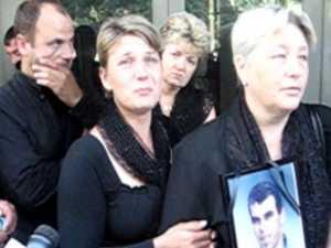 Rudele unui tanar omorat in drum si au cerut dreptatea in fata Parchetului