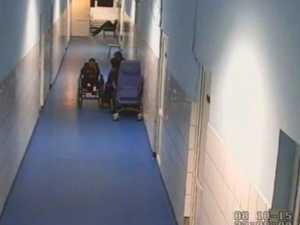 Filmaţi în spital, în timp ce snopeau în bătaie un bărbat