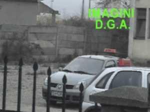 """Flagrantul """"şpăgii pentru poliţist"""", filmat de ofiţerii anticorupţie"""