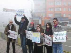Imbratisari gratuite, oferite cu darnicie in centrul Sucevei