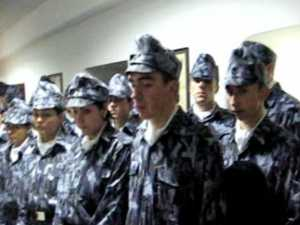 """30 de viitori jandarmii au colindat la redacţia """"Monitorul de Suceava"""""""