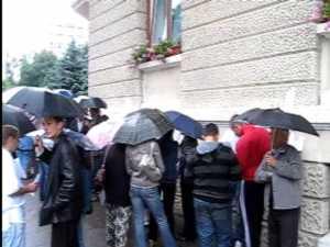 Avantul protestatar al sindicalistilor, muiat de ploaie